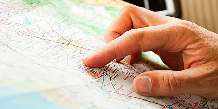 A person pointing at an US map for moving purpose